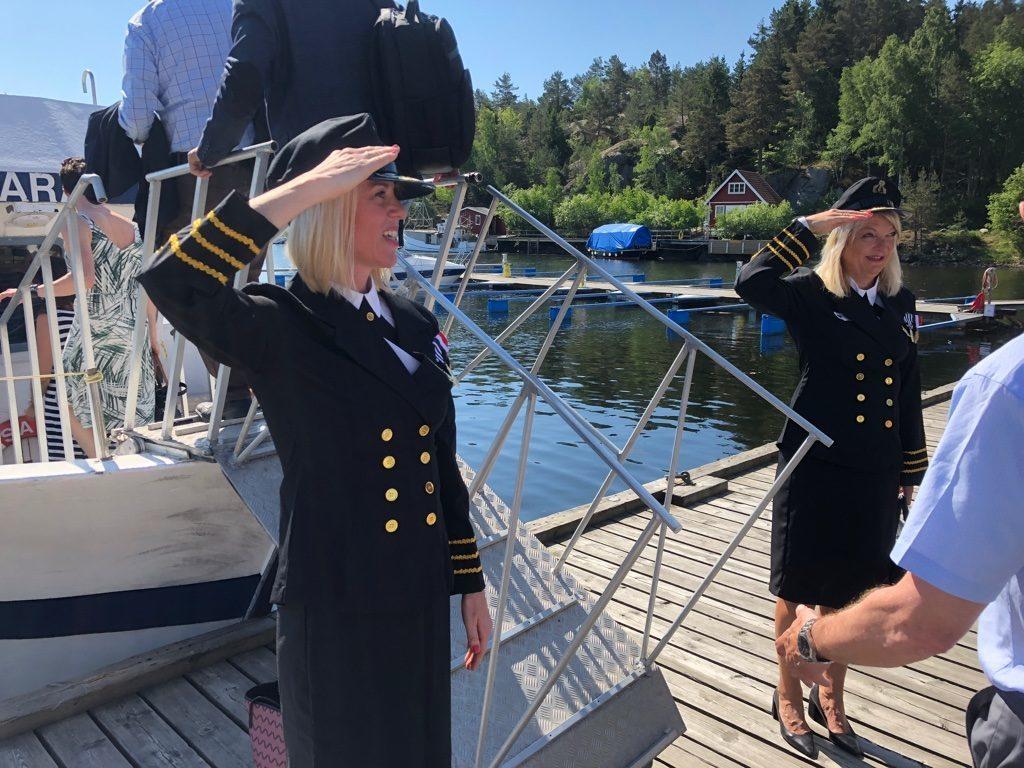 Renate Rykke Thorensen och Trine Skogsberg från Logiq önskar passagerarna välkomna ombord.