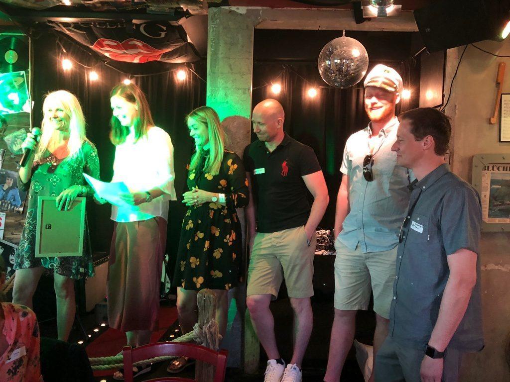 """Representanter från Medius, som mottar priset för """"Årets Partner""""."""